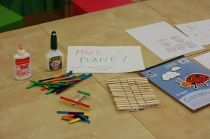 Craft station to make wooden and paper planes