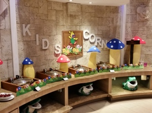 Kids buffet table