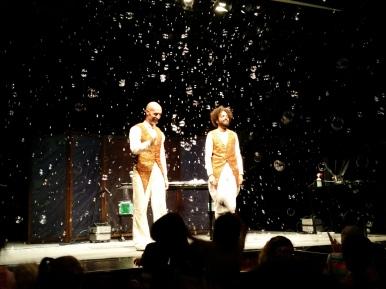 The grand finale - a theatre full of bubbles!