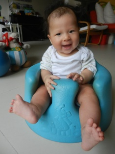 13 Sep: First time on the Bumbo